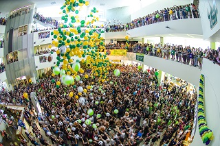 Student gathering at the semesterly week of welcome in the Marshall Student Center atrium